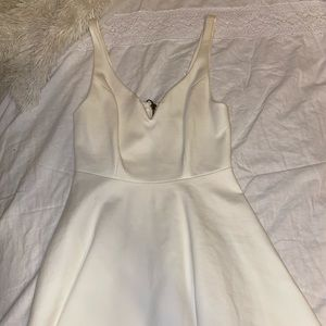 White flow dress